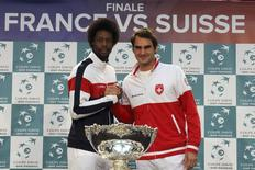 Switzerland's Roger Federer (R) shakes hands with France's Gael Monfils during the draw for the Davis Cup final in Lille, northern France, November 20, 2014. REUTERS/Pascal Rossignol