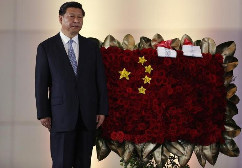 China's President Xi Jinping stands next to a flower arrangement depicting China's national flag during a ceremony at the National Pantheon in Caracas July 20, 2014. Xi is on a two-day official visit to Venezuela. REUTERS/Carlos Garcia Rawlins