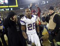 Minnesota Vikings running back Adrian Peterson (28) leaves the field after a season-ending loss to the Green Bay Packers following their NFL NFC wildcard playoff football game in Green Bay, Wisconsin, January 5, 2013. REUTERS/Tom Lynn