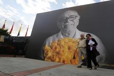 Painel com foto do escritor colombiano Gabriel García Márquez durante a Feira do Livro de Bogotá, na Colômbia, em abril. 30/04/2014 REUTERS/John Vizcaino