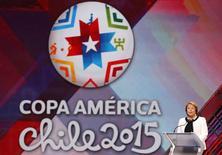 A presidente do Chile, Michelle Bachelet, discursa antes do sorteio dos grupos da Copa América, em Viña del Mar, no Chile, nesta segunda-feira. 24/11/2014 REUTERS/Rodrigo Garrido