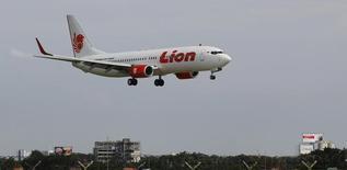 L'indonésien Lion Group a décidé d'acquérir 40 ATR 72-600 de plus, un contrat de près d'un milliard de dollars (800 millions d'euros) au prix catalogue qui en fait le premier client du constructeur aéronautique européen avec un total de 100 commandes. /Photo d'archives/REUTERS/Enny Nuraheni