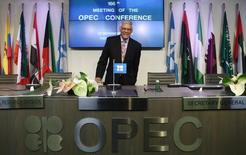 Abdalla El-Badri, secretario general de la OPEP,  en una rueda de prensa posterior a la reunión del organismo en Viena, nov 27 2014. La OPEP mantuvo su producción de petróleo sin cambios el jueves en una victoria para los productores del Golfo Pérsico, liderados por Arabia Saudita, frente a los miembros menos fuertes del grupo que pedían medidas para detener la caída de los precios del crudo.   REUTERS/Heinz-Peter Bader