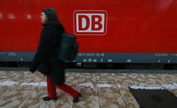 A woman walks past a train of Deutsche Bahn railway operator at the main train station in Frankfurt November 21, 2014. REUTERS/Ralph Orlowski