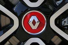 Renault (-2,07%) accuse la plus forte baisse du CAC 40 vers 13h00. Au même moment, l'indice phare de la Bourse de Paris avance de 0,14% à 4.383,33 points. /Photo d'archives/REUTERS/Stéphane Mahé