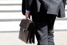 L'activité dans le secteur privé français s'est contractée en novembre à son rythme le plus fort depuis neuf mois, les services accusant un net recul. /Photo d'archives/REUTERS/Toby Melville