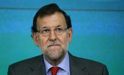 España podría crecer un 2 por ciento el próximo año, convirtiéndose en la economía de la Unión Europea con mayor expansión, dijo el domingo el presidente del Gobierno español, Mariano Rajoy. En la imagen, Rajoy en una reunión de su partido en Madrid, el 2 de diciembre de 2014. REUTERS/Andrea Comas