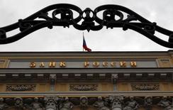 Вид на здание ЦБР в Москве 13 сентября 2013 года. Банк России повысил ключевую ставку на 100 базисных пунктов до 10,50 процента годовых на фоне роста инфляционных ожиданий и девальвации рубля, как и прогнозировали аналитики. REUTERS/Maxim Shemetov