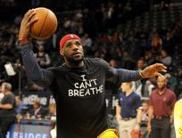 """Cleveland Cavaliers forward LeBron James (23) wears an """" I Can't Breathe"""" t-shirt during warm ups prior to the game against the Brooklyn Nets at Barclays Center in New York City December 8, 2014. REUTERS/USA Today Sports/Robert Deutsch"""
