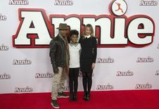 (L-R) Actor Jamie Foxx, and actresses Quvenzhane Wallis and Cameron Diaz pose for photographers during a photocall for their film Annie, in central London December 16, 2014.  REUTERS/Neil Hall