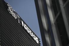 La sede corporativa de Nestlé en Ciudad de México, ene 24 2014. La productora mexicana de alimentos Grupo Herdez dijo el viernes que llegó a un acuerdo para adquirir el negocio de helados de la unidad mexicana de la firma suiza Nestlé en 1,000 millones de pesos (unos 69 millones de dólares).    REUTERS/Edgard Garrido