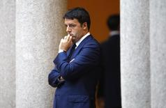 Le président du Conseil italien Matteo Renzi a obtenu samedi la confiance du Sénat concernant son budget 2015, qui doit désormais être définitivement adopté par la Chambre des députés la semaine prochaine. /Photo prise le 17 octobre 2014/REUTERS/Alessandro Garofalo