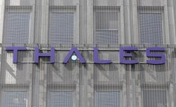 The logo of French defence and electronics group Thales is seen on the building of the company's headquarters in Neuilly, near Paris,  May 20, 2008.   REUTERS/Charles Platiau
