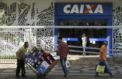 Agência da Caixa Economica Federal no Rio de Janeiro. REUTERS/Pilar Olivares (REUTERS - Tags: POLITICS BUSINESS)