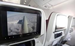 A l'intérieur du premier A350 livré par Airbus lundi à Qatar Airways.  Selon le président exécutif de l'avionneur, Fabrice Brégier, cet appareil devrait être rentable vers 2019. /Photo prise le 22  décembre 2014/REUTERS/Régis Duvignau