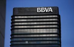 La sede del banco español BBVA vista en Madrid. Imagen de archivo, 31 octubre, 2012. BBVA dijo el martes que vendió su participación del 29,68 por ciento en Citic International Financial Holdings (CIFH), con sede en Hong Kong, a su matriz China Citic Bank Corporation (CNCB). REUTERS/Juan Medina