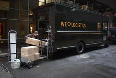 A United Parcel Service (UPS) delivery person prepares to deliver packages in the Manhattan borough of New York, December 23, 2014.   REUTERS/Carlo Allegri