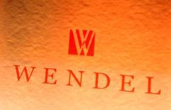 Wendel est l'une des valeurs à suivre à la Bourse de Paris après avoir annoncé l'acquisition du groupe autrichien Constantia Flexibles dans le cadre d'une transaction valorisant à 2,3 milliards d'euros la société spécialisée dans le packaging flexible. /Photo d'archives/REUTERS/Benoît Tessier