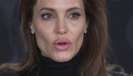 """Angelina Jolie durante evento em Berlim para promover o filme """"Invencível"""".  27/11/2014.     REUTERS/Hannibal Hanschke"""