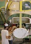 Foto de arquivo da montagem de um protótipo do jato executivo Phenom 300, da Embraer, em Gavião Peixoto, no interior de São Paulo. REUTERS/Rickey Rogers/Files  (BRAZIL) - RTR1WRTR