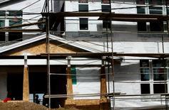 Les dépenses de construction ont reculé de manière inattendue en novembre aux Etats-Unis, aussi bien dans le public que dans le privé, hormis pour les projets résidentiels. Ce recul, le premier depuis juin, est de 0,3%, au montant annualisé de 975 milliards de dollars.  /Photo prise le 30 octobre 2014/REUTERS/Mike Blake