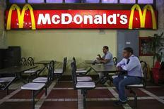People dine at McDonald's in Caracas January 6, 2015.  REUTERS/Carlos Garcia Rawlins