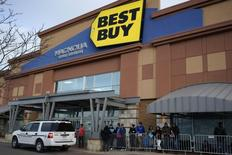 Shoppers wait for a Best Buy store to open on Thanksgiving Day to get pre-Black Friday bargains using tickets issued to them in line outside the store in Broomfield, Colorado November 27, 2014.  REUTERS/Rick Wilking