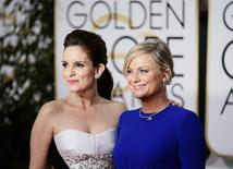 Show hosts Tina Fey (L) and Amy Poehler arrive at the 72nd Golden Globe Awards in Beverly Hills, California January 11, 2015.  REUTERS/Danny Moloshok