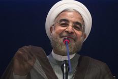 Imagen de archivo del presidente iraní, Hassan Rouhani, durante una conferencia de prensa en la sede de la ONU, en Nueva York, 26 sep, 2014. El presidente iraní, Hassan Rouhani, dijo el martes que los países responsables de la caída en los precios globales del petróleo lamentarían su decisión y advirtió que Arabia Saudita y Kuwait sufrirían junto a Irán por el descenso de los valores. REUTERS/Adrees Latif