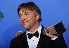 """Director Richard Linklater poses backstage with his award for Best Director - Motion Picture for """"Boyhood"""" at the 72nd Golden Globe Awards in Beverly Hills, California January 11, 2015.   REUTERS/Mike Blake"""