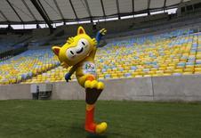 Mascote dos Jogos Olímpicos de 2016 posa para fotos no Maracanã. 04/12/2014 REUTERS/Ricardo Moraes