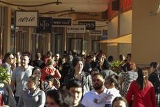 People shop during day after Christmas sales at Citadel Outlets in Los Angeles, California December 26, 2014. REUTERS/Jonathan Alcorn