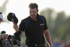Henrik Stenson of Sweden waves at the camera after winning the DP World Tour Championship in Dubai November 23, 2014. REUTERS/Nikhil Monteiro