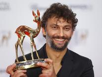 German tenor Jonas Kaufmann poses with his trophy for Classic during the Bambi 2014 media awards ceremony in Berlin November 13, 2014.               REUTERS/Hannibal Hanschke