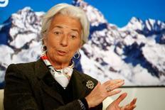 """La directrice générale du Fonds monétaire international (FMI) Christine Lagarde a estimé sur France 2 que le programme de rachat d'actifs annoncé jeudi par la Banque centrale européenne ne serait pas """"suffisant"""" pour relancer l'activité en Europe, où des réformes structurelles restent nécessaires. /Photo prise le 22 janvier 2015/REUTERS/Ruben Sprich"""