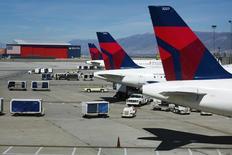 """Le titre Delta Air Lines figure au rang des valeurs à suivre sur les marchés américains, la compagnie aérienne ayant annulé environ 600 vols lundi en raison d'un blizzard """"historique"""" attendu sur la côte est des Etats-Unis. /Photo d'archives/REUTERS/Lucas Jackson"""