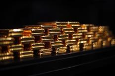 Слитки золота в хранилище ProAurum в Мюнхене. 6 марта 2014 года. Россия в декабре 2014 года увеличила свои золотые резервы девятый месяц подряд, оставаясь на пятом месте в мире по объему запасов золота, следует из данных, опубликованных во вторник Международным валютным фондом (МВФ). REUTERS/Michael Dalder