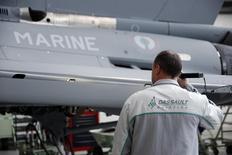 Dassault Aviation a vu son chiffre d'affaires diminuer de 20% en 2014. /Photo prise le 10 janvier 2014/REUTERS/Benoît Tessier