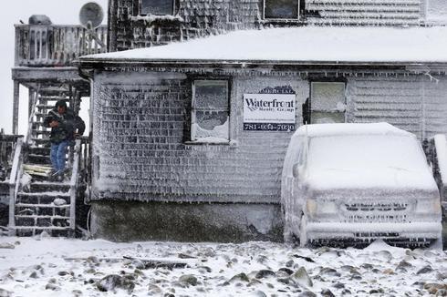 Blizzard hits the coast