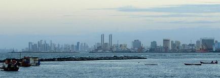 Vista general de la ciudad de Recife en Olinda. Imagen de archivo, 27 junio, 2014. América Latina atraviesa una desaceleración económica combinada con tasas de inflación relativamente altas. El panorama a futuro luce complejo debido a factores como el ajuste gradual de la Reserva Federal de Estados Unidos y una menor confianza financiera en la región. REUTERS/Yves Herman