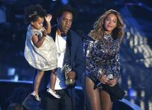 Jay-Z presents the Video Vanguard Award to Beyonce as he holds their daughter Blue Ivy during the 2014 MTV Video Music Awards in Inglewood, California August 24, 2014.  REUTERS/Kevork Djansezian