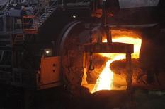 Цех комбината Норильского никеля. Норильск, 16 апреля 2010 года. Российская ГМК Норильский никель планирует в 2015 году произвести 220.000-226.000 тонн никеля из российского сырья, в том числе переработанного на заводе в Финляндии, сообщила компания в пятницу. REUTERS/Ilya Naymushin