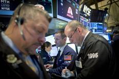 Traders work on the floor of the New York Stock Exchange January 29, 2015. REUTERS/Brendan McDermid