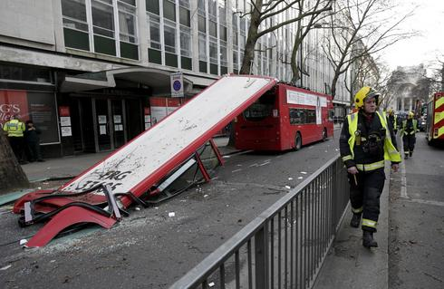 London bus loses roof
