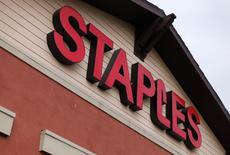 Магазин Staples в Калифорнии. 28 февраля 2012 года. Ведущий продавец канцелярских товаров в США Staples Inc купит своего главного конкурента Office Depot Inc за $6,3 миллиарда акциями и деньгами. REUTERS/ Mike Blake