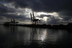 The Port of Los Angeles is seen at dawn in San Pedro, California in this August 20, 2014 file photo. REUTERS/Lucy Nicholson/Files