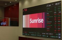 L'entrée en Bourse la plus remarquable pour une entreprise européenne ce début d'année revient au deuxième opérateur télécoms suisse Sunrise Communications AG qui a levé 2,2 milliards de dollars vendredi. /Photo prise le 27 janvier 2015/REUTERS/Ruben Sprich
