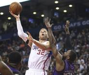 Feb 6, 2015; Toronto, Ontario, CAN; Los Angeles Clippers forward Blake Griffin (32) shoots against the Toronto Raptors at Air Canada Centre. Mandatory Credit: Tom Szczerbowski-USA TODAY Sports