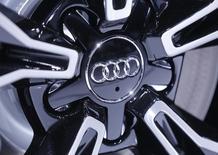 Audi est resté devant Mercedes-Benz en janvier avec des livraisons de véhicules en hausse de 10% à 137.700 unités, un record, grâce à une solide demande en Chine, aux Etats-Unis et en Allemagne.  /Photo d'archives/REUTERS/Jacky Naegelen