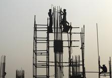 Le gouvernement indien a prédit lundi une accélération de la croissance du produit intérieur brut (PIB) à 7,4% pour l'année fiscale s'achevant en mars à la suite d'un changement de méthode de calcul.  La croissance avait été de 6,9% l'année précédente, selon le chiffre révisé. /Photo prise le 7 janvier 2015/REUTERS/Rupak De Chowdhuri
